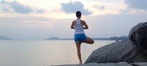 Mantieni il tuo benessere in estate con lo yoga