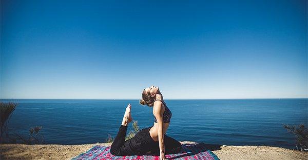 Tiroide e pancreas: riattivali con lo yoga