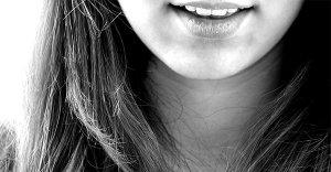Bruxismo: perché si digrignano i denti? Quali rimedi?