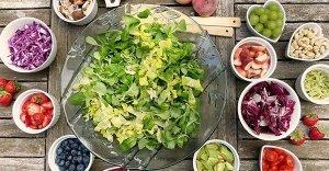 Cancro: la dieta crudista vegana ci protegge? Ecco cosa dicono gli studi