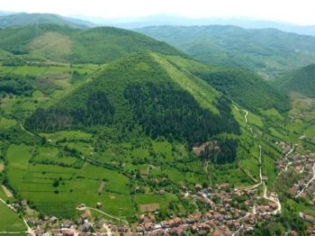 Intervista a Sam Osmanagich: le piramidi in Bosnia e l'energia orgonica