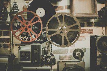 Intervista a Thomas Torelli, il regista che con i suoi documentari indaga il legame tra fisica quantistica, spiritualità e amore